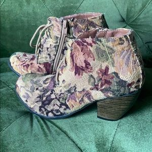 Shoe Dazzle tapestry booties